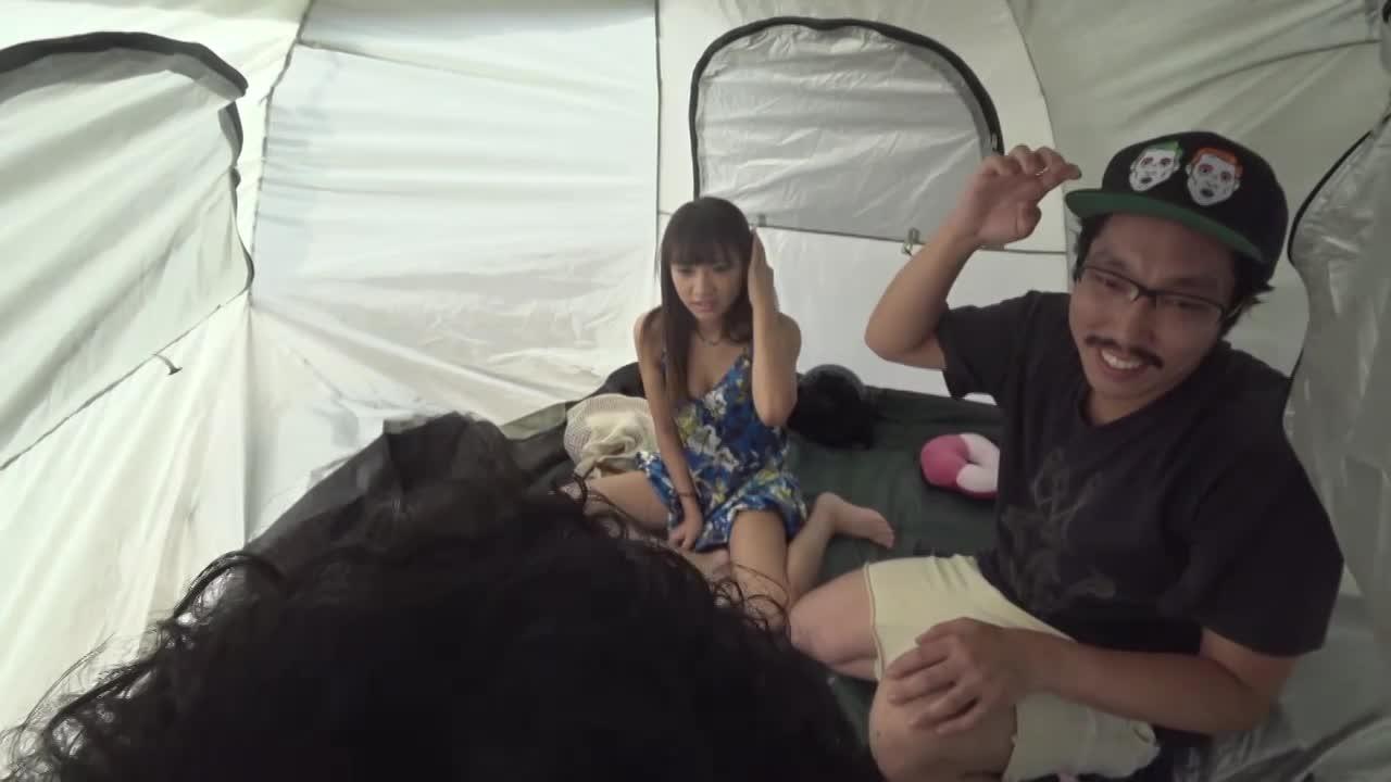 ウブな清楚女子大生をトラックテントで即ハメ